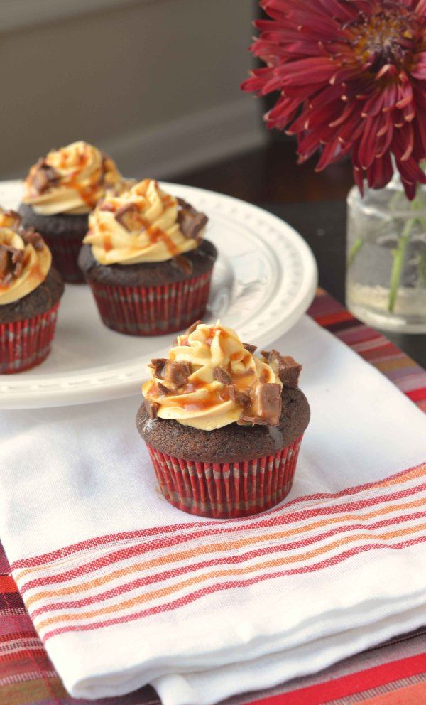 snicker cupcakes 2